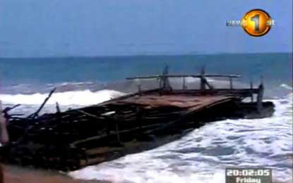 Mysterious vessel washes onto Kattankudy shores (video)