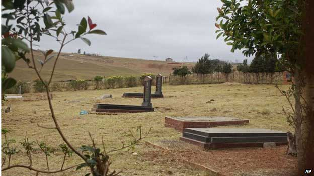 Relatives feuded over the Mandela family grave even before the former president died, leading to speculation the will could spark new disagreements
