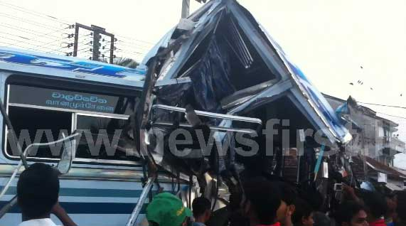 Three killed in Kalmunai accident (video)
