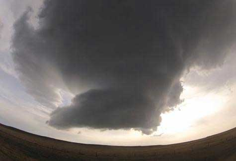 Amazing supercell storm captured in time-lapse video