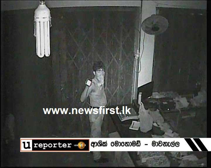 Burglar breaks into store in Mawanella (CCTV Footage)