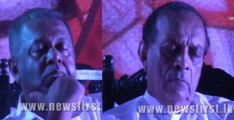 Ranil Wickremesinghe speaks – Karu and Mangala asleep (Live footage from Colombo rally)