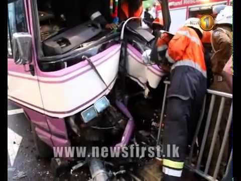 Wellawatte bus crash leaves several injured (Video)