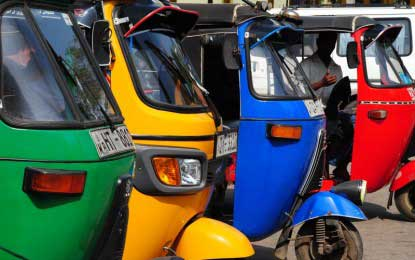 News1st-Sirasa FM three-wheeler carnival gathers pace in Galle