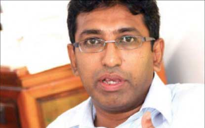 UNP media briefing goes sour for Deputy Minister Harsha de Silva (VIDEO)