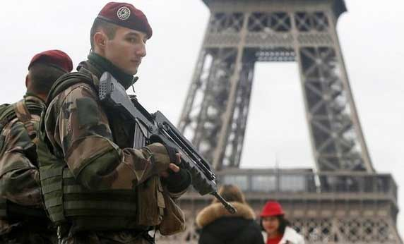 France to deploy 10 000 troops after deadly attacks