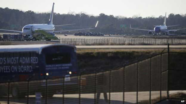 Two US airliners searched at Atlanta after bomb threats