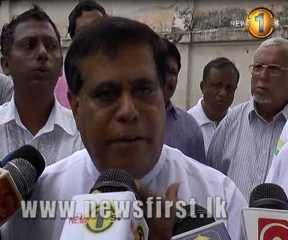 Opposition leader visits the Welikada Prison (Watch Video)