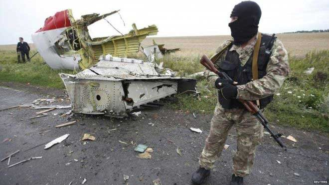 Flight MH17: Russian missile parts found at Ukraine crash site
