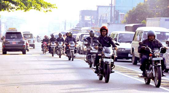 Police advise motorists on Colombo main roads