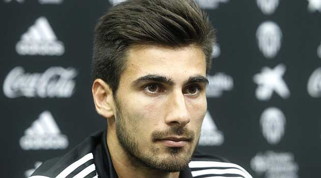 Barcelona agree to sign deal for Andre Gomes from Valencia