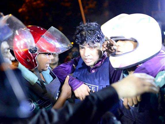 Gunmen take hostages in Bangladeshi capital Dhaka : Sri Lankans suspected to be among hostages