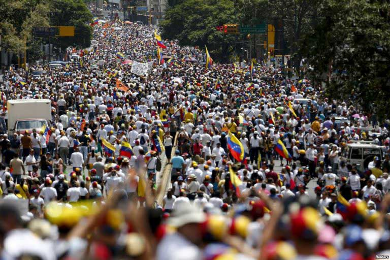 Venezula: Hundreds of thousands  take part in marches