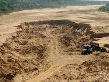 Four arrested in Kochchikade over illegal sand-mining
