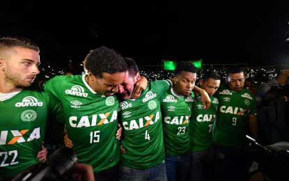 Chapecoense plane crash : Football pays tribute to those who lost their lives