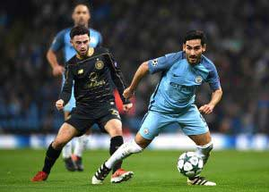 MANCHESTER, ENGLAND - DECEMBER 06: Patrick Roberts of Celtic (L) fouls Ilkay Gundogan of Manchester City (R) during the UEFA Champions League Group C match between Manchester City FC and Celtic FC at Etihad Stadium on December 6, 2016 in Manchester, England. (Photo by Laurence Griffiths/Getty Images)