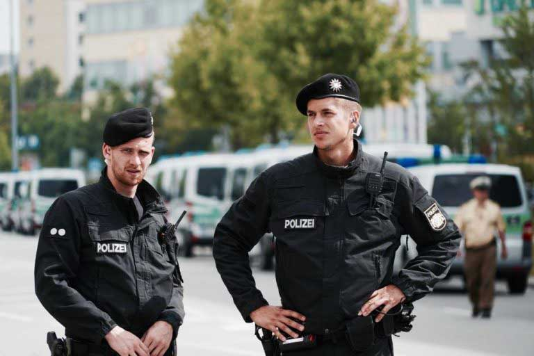 Berlin Christmas attack : German Police in search of a Tunisian