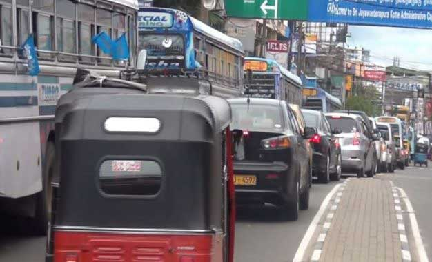 Extreme weather: Traffic movement hampered on roads countrywide