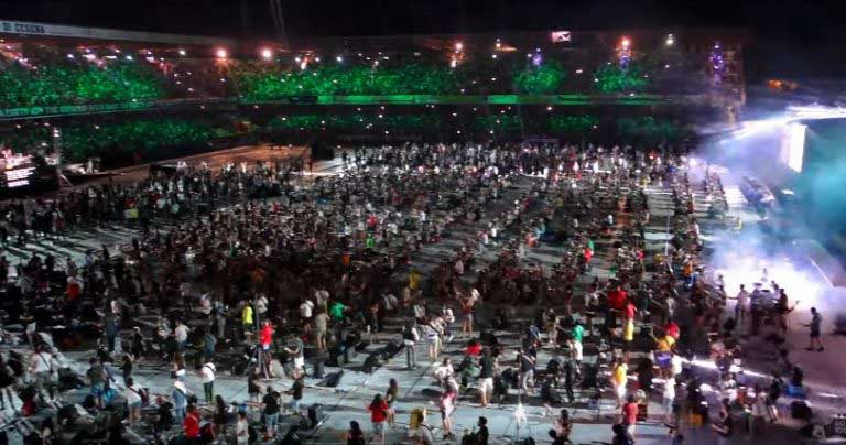 "1000 musicians performing ""Smells Like Teen Spirit"" by Nirvana (VIDEO)"