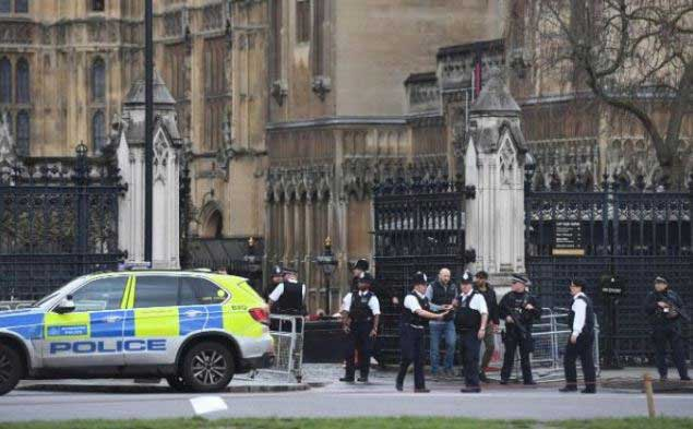 UK Parliament shooting: five dead in Westminster attack