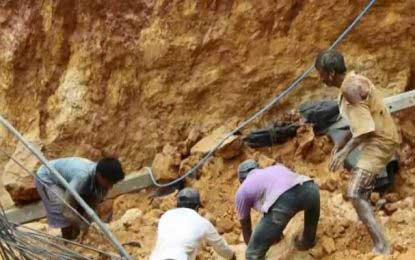 Rescue operations underway in Mawanella construction site accident