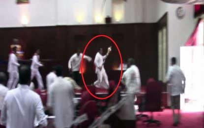 Draft Bill of the 20th Amendment to the Constitution defeated at SPC – UNP Councillor runs with mace to lavatory