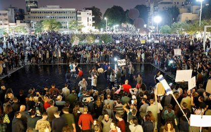 Tens of thousands march in Tel Aviv against Prime Minister Netanyahu