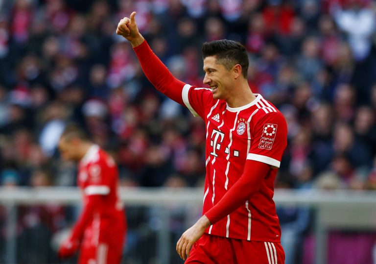 Lewandowski, Mueller double help Bayern beat Bremen, stretch lead