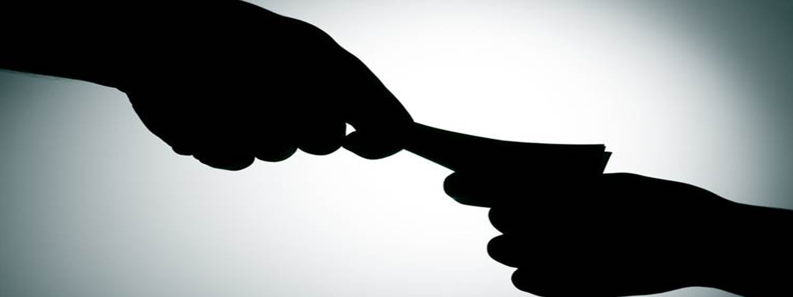 Excise Guard arrested while attempting to solicit a bribe