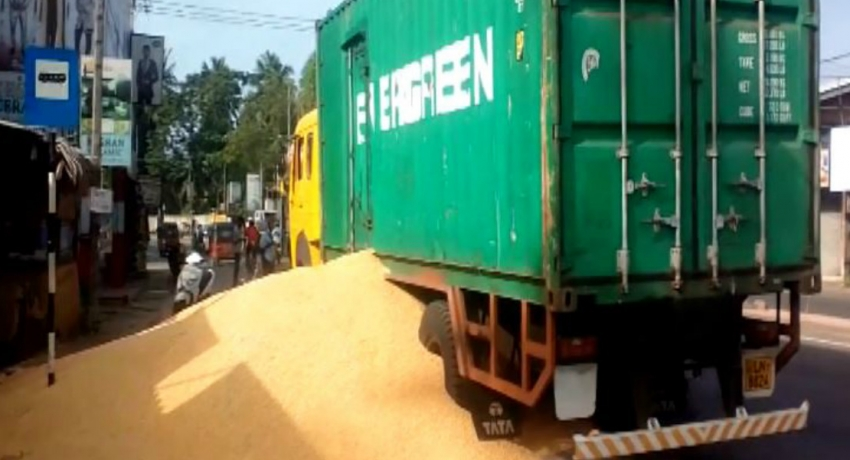 Container accident spills corn on Negombo-Colombo main road