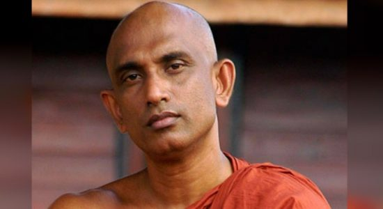 """I will definitely stand with the President"" – Ven Athuraliye Rathana Thero"