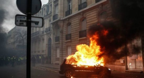 Yellow vest protests turns into an 'economic catastrophe' for France