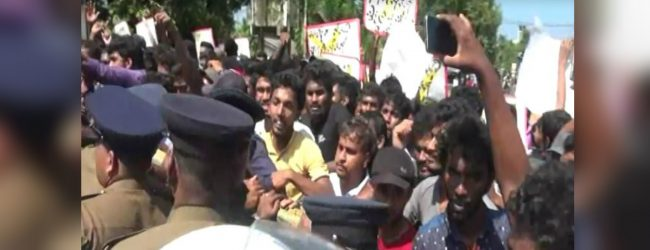 University student protest obstruct Colombo – Ratnapura main road