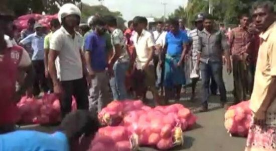 Pumpkin farmers in Anuradhapura take to the streets