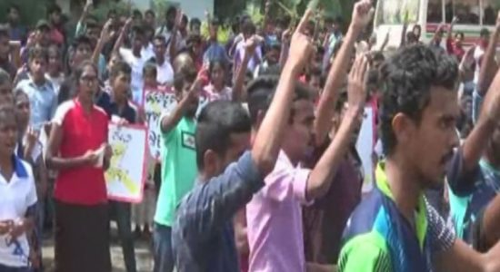 Unemployed graduates protest at Fort