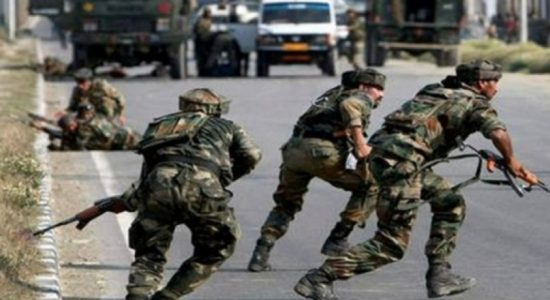 Gunbattle with militants kills 4 Indian soldiers & civilian in Kashmir