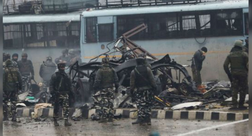 Kashmir car bomb kills 40; India demands Pakistan act against militants