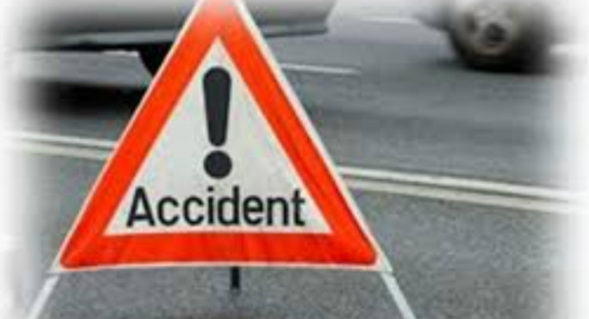 Three police officers injured in road accident